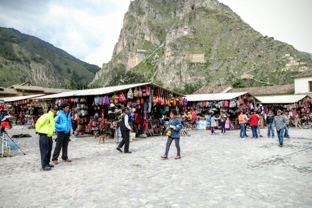 Tourist market in Ollantaytanbo