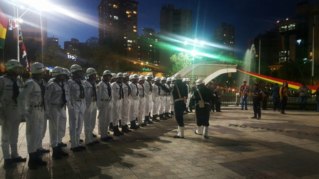Plaza Avaroa was filled with military personnel