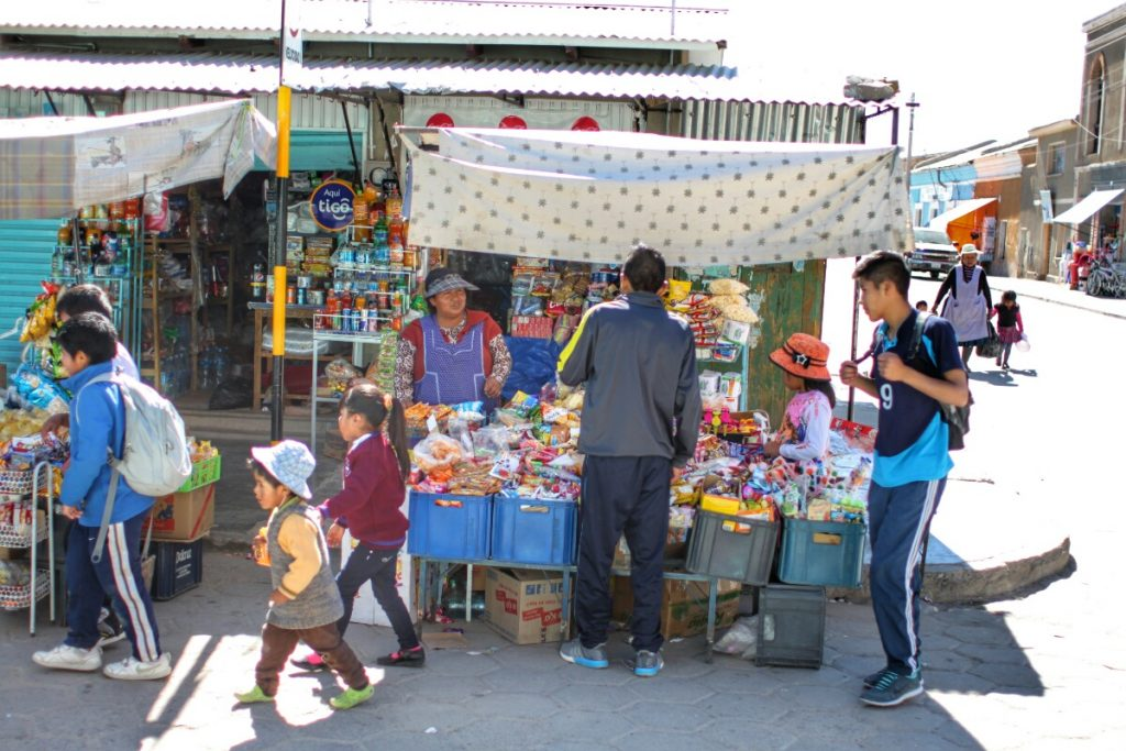 Trading goods in exchange for Bolivianos